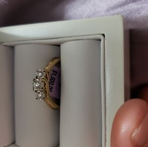10kt gold ring with 3 diamond  stones in it